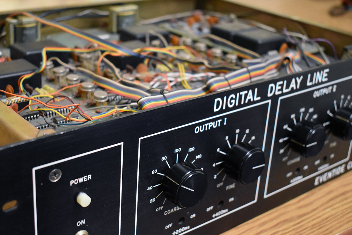 Ddl 1745 Digital Delay Eventide Time Uses Power Transistor Ic With Top Cover Off